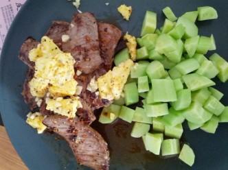 beef with garlic butter and cucumber